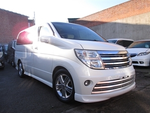 2005 NISSAN ELGRAND RIDER 3.5 V6 Automatic 8 Leather Seats 4x4